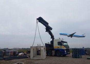 Autolaadkraan KLM vliegtuig