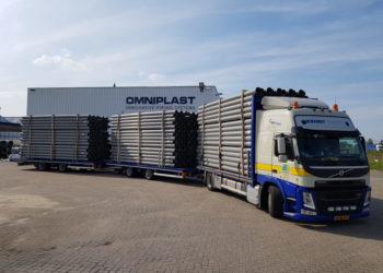 LZV Langere en Zwaardere Vrachtautocombinatie Transport PVC Buizen 2